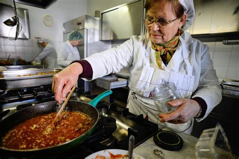 soup kitchen me gourmet food dished out in crisis hit italy s soup
