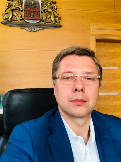 Ušakovs paziņo, ka atkāpjas no Rīgas mēra amata - Puaro.lv
