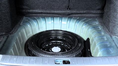 2014 nissan versa sedan spare tire and tools
