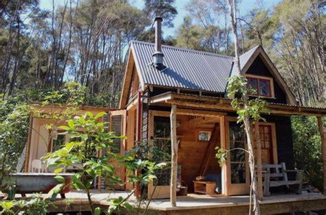 tiny pioneer cabin