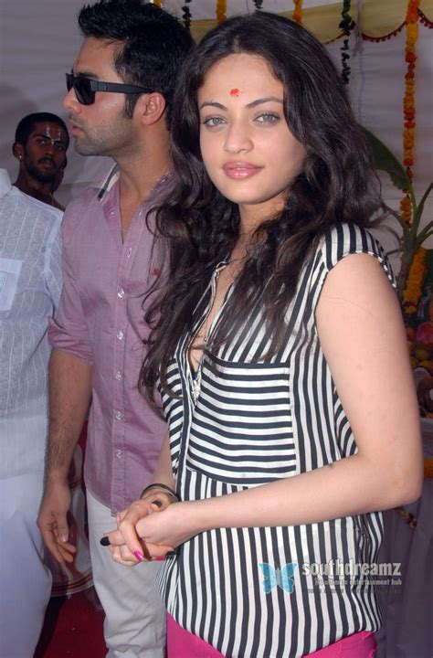 Actress Sneha Ullal The Hottest Trend To Fall In Love South Indian Glamour Actress Sneha