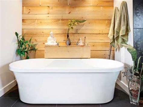 simulateur de peinture chambre mur en planches de pin naturel dans une salle de bain