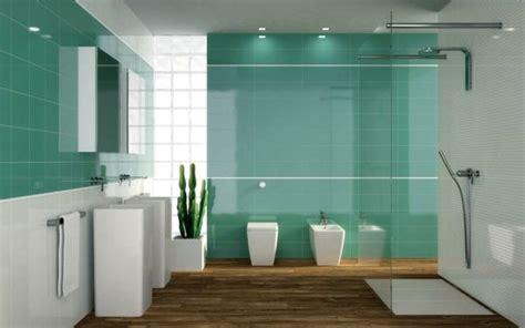 Badezimmer Grün Fliesen Duschkabine Glas Weiße Badmöbel