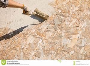 Mur En Osb : peinture de mur photo stock image du rouleau homme 27508364 ~ Melissatoandfro.com Idées de Décoration