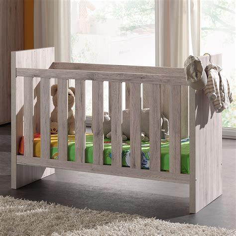 chambre en palette lit bebe bois palette mzaol com