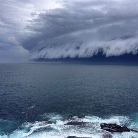 terrifying shelf cloud engulfs sydney  pictures