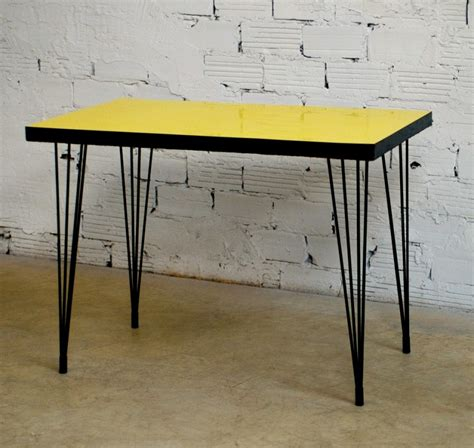 table bistrot vintage r 233 tro 233 es 50 1950 meuble 233 es 50 formica jaune mobilier