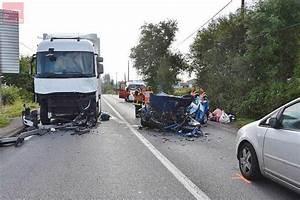 Accident De Voitures : parthenay accident entre une voiture et un poids lourd courrier de l 39 ouest ~ Medecine-chirurgie-esthetiques.com Avis de Voitures