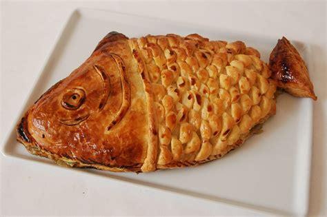 cuisine recette simple saumon en croûte sur lit d 39 épinards en forme de poisson