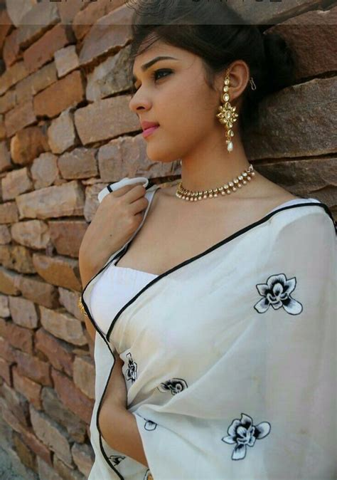 Pin by Sadaphul Ahmed on আবরন Girl Beautiful indian