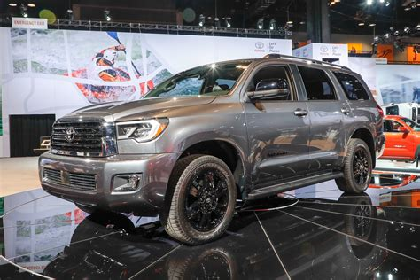toyota tundra sequoia refreshed debut  trd sport