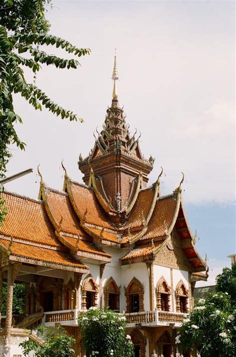 buddhist temple chiang mai entouriste
