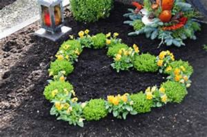 Welche Blumen Blühen Im August : grabbepflanzung f r fr hling sommer und herbst ~ Orissabook.com Haus und Dekorationen