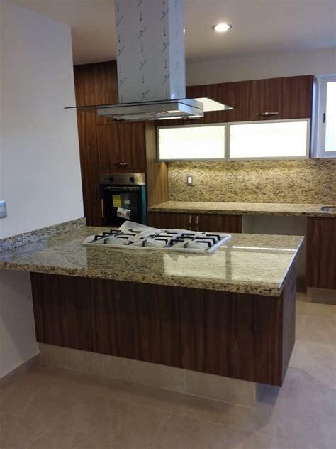 foto cocina  isla  cubiertas de granito de conlaf