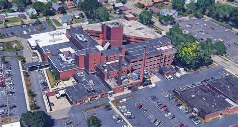 gunman  ohio hospital shooting injures doctor