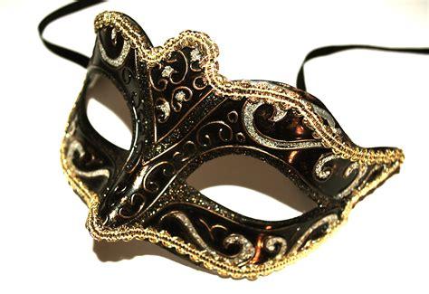 mask oliver mumby
