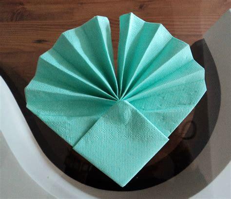Pliage De Serviette En Forme De Coquillage