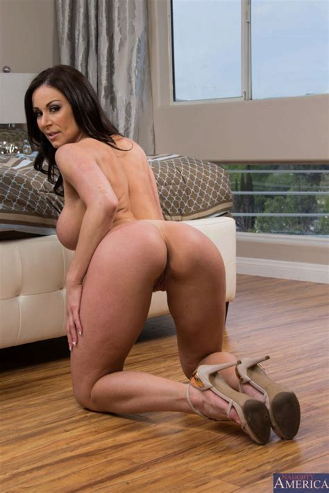 Brunette Cougar In High Heels Wants To Get Fucked From Behind