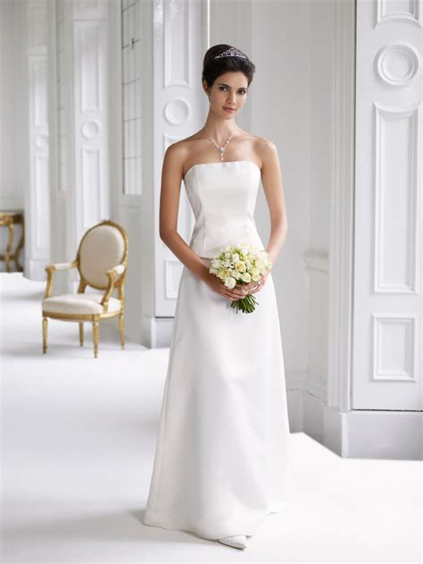 Plain Elegant White Wedding Dress Designs  Wedding Dress