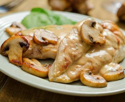 comment cuisiner les blancs de poulet blancs de poulet a la crème et aux chignons recette