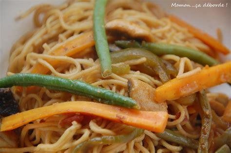 comment cuisiner des nouilles chinoises nouilles chinoises sautées aux légumes maman ça déborde