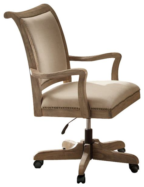 does the back of this chair lean back at all
