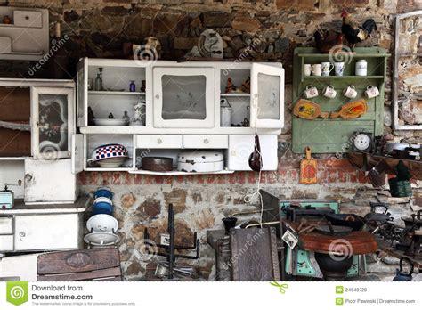 vieille cuisine vieille cuisine avec les ustensiles antiques photo stock