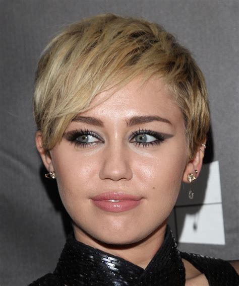miley cyrus short straight casual hairstyle blonde hair