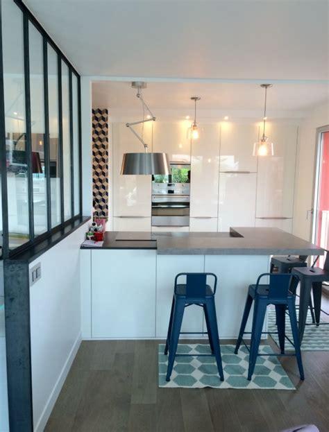plafond de cuisine une cuisine qui a tout d une grande le