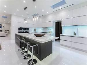 Moderne Küche Hochglanz Schwarz : 10 beste luxusk chen design ideen ~ Indierocktalk.com Haus und Dekorationen