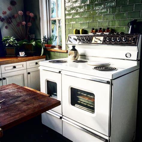 green kitchen tile kitchen tile ideas to brighten up your kitchen buungi 1444