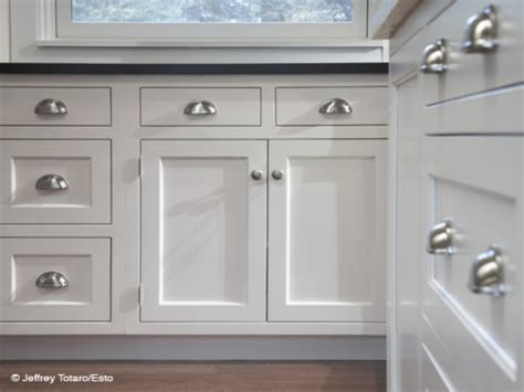 images of white kitchen cabinets with pulls and knobs