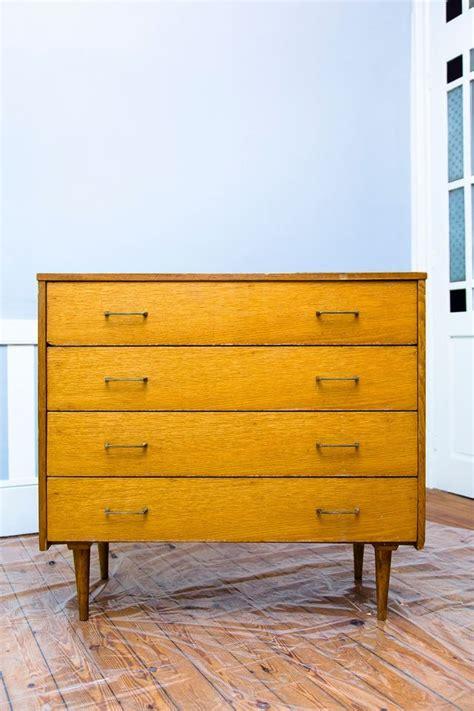 relooker une commode relooking meuble repeindre une commode avec du vernis c 244 t 233 maison