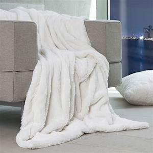 Plaid Blanc Fourrure : plaid ours polaire en fausse fourrure ~ Teatrodelosmanantiales.com Idées de Décoration