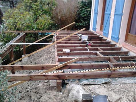 cr 233 ation et pose de terrasse en bois suspendue