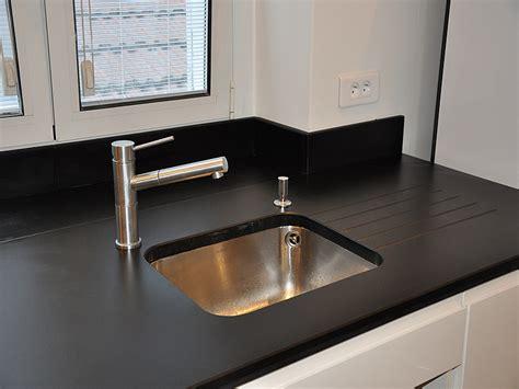 finition plan de travail cuisine granits déco plan de travail en quartz unistone nero