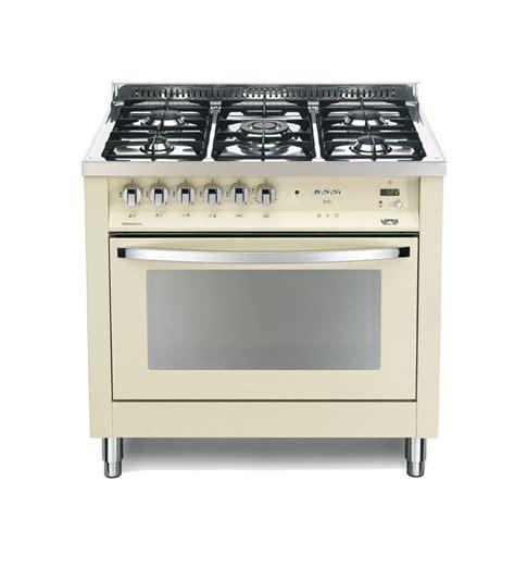piano cottura e forno elettrico cucina color avorio con forno elettrico e piano cottura a