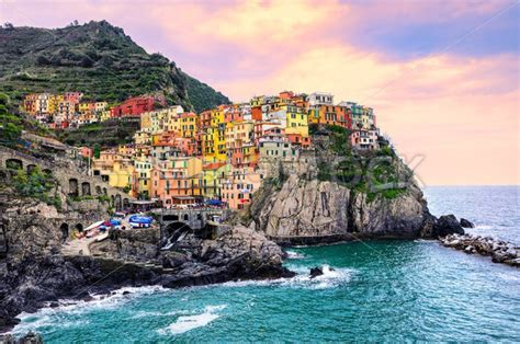 italy colorful houses colorful houses on a rock in manarola cinque terre italy