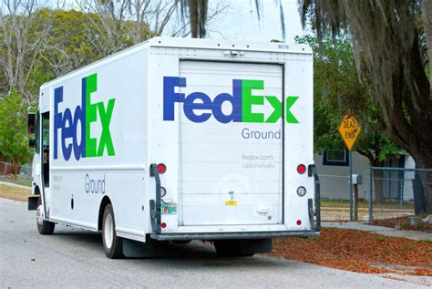fedex ground truck delivery van drivers independent editorial contractors misclassified appeals court says deliveries employee