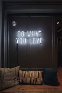 Neon Deco Chambre : pingl par simon patteloup sur mon mini loft en 2019 neon schrift zitate licht et neon licht ~ Melissatoandfro.com Idées de Décoration