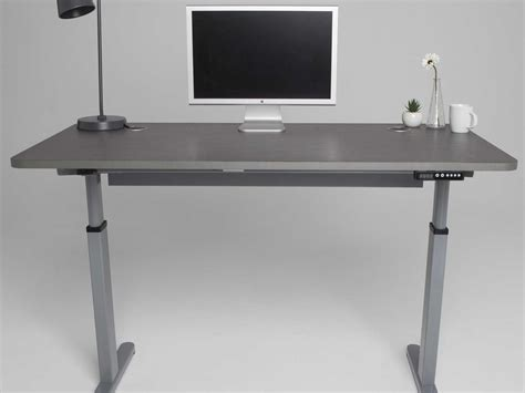 automatic stand up desk we found a standing desk that 39 s both automatic and