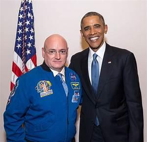 File:Astronaut Scott Kelly and President Barack Obama.jpg ...