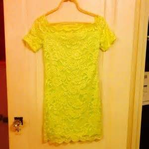 off H&M Dresses & Skirts NWOT y Neon Green Lace