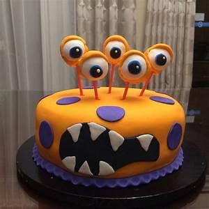 Gateau D Halloween : little monster halloween cake le g teau d 39 halloween petit monstre par marie ve scraire ~ Melissatoandfro.com Idées de Décoration