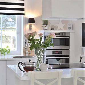Moderne Küchen 2016 : wei e minimalistische k chen tolle fotos und inspirationen wohnkonfetti ~ Buech-reservation.com Haus und Dekorationen