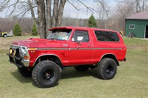 1978 Ford Bronco Custom Truck  Runs Great  Many Extras