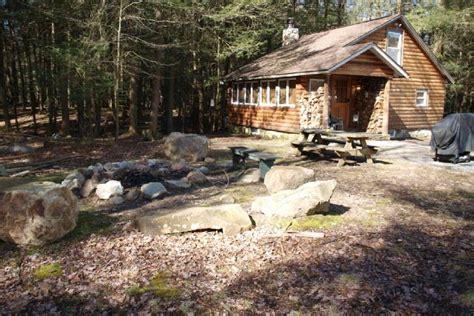 cabins in poconos poconos rentals cabin in hemlock forest with a feeling
