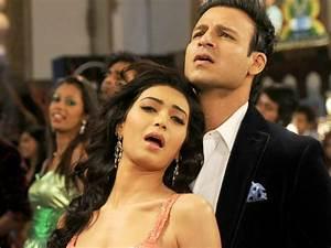 Bigg Boss 8 Contestant Karishma Tanna's Bold Acts! - Filmibeat