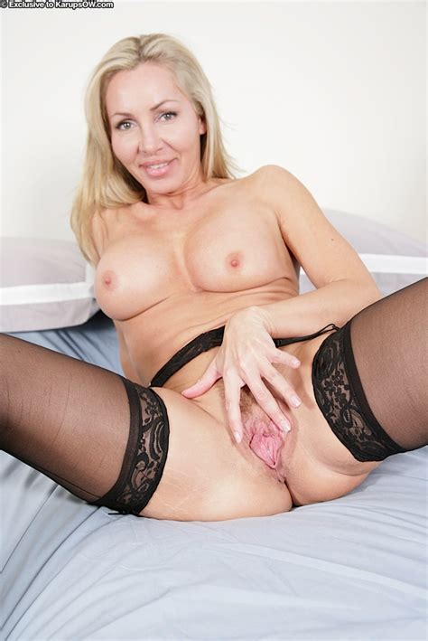 Slutty Lingerie Milf Lisa Shows Tight Abs Free Cougar Sex