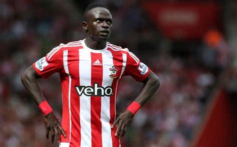 sadio mane liverpool announce  year deal   striker